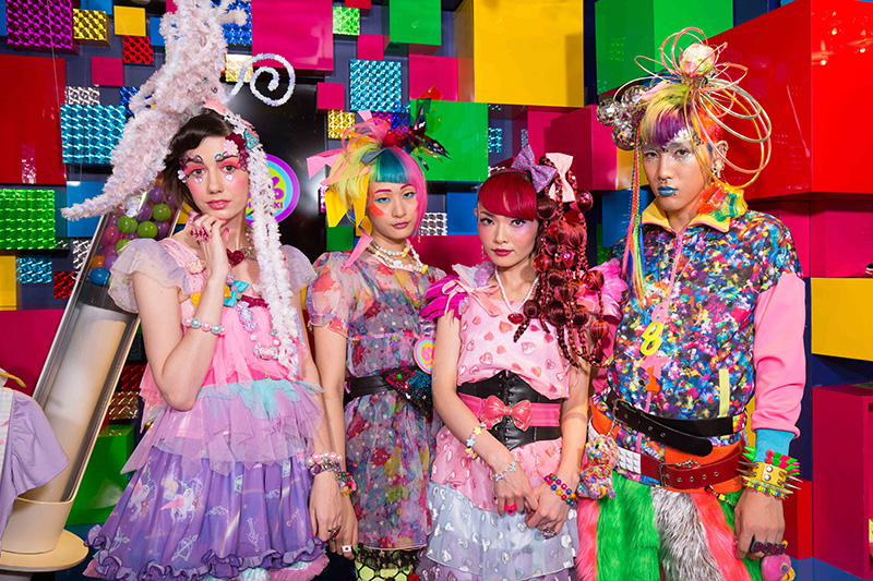 J-POP Fashion Line-up: Vivid & Bold!